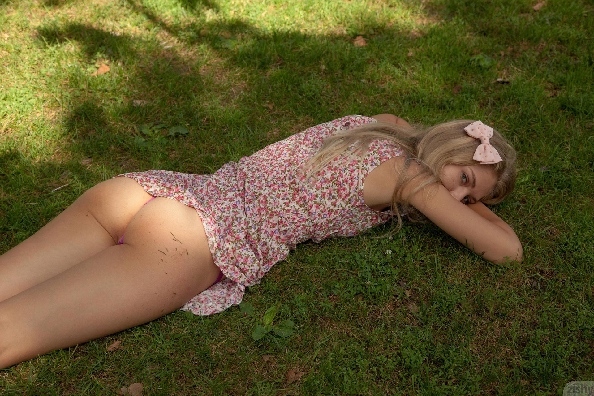 Фото голой молоденькой девочки, Голые молоденькие - фото обнаженных молоденьких 21 фотография